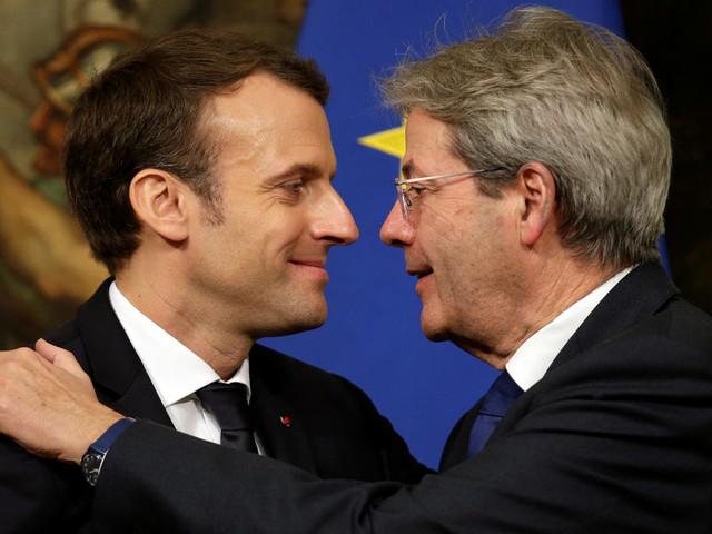 Macron e il suo doppio. Sui migranti solidale a Roma, severo a Parigi