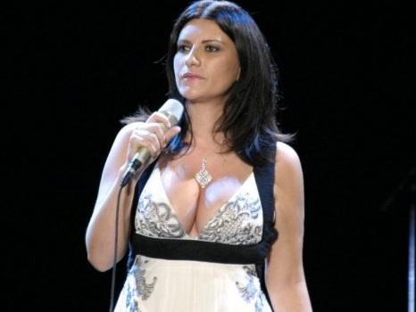 Laura Pausini cannibalizza il MEI invece di studiarlo per fare una musica migliore