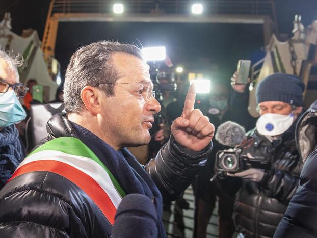 """Covid: sindaco Messina si dimette ma """"a tempo"""""""