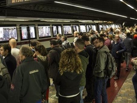 «I binari sono da sostituire». Ad agosto stop alla metro A