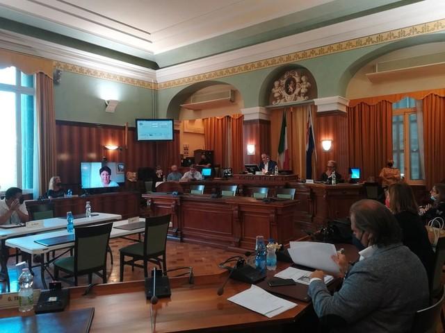 Sanremo: tensione in maggioranza sulla pratica di Amaie Energia. Dure critiche di Nocita e Masselli