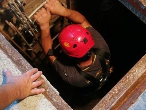 Cade in un pozzo a Itala e rimane ferito, salvato dai vigili del fuoco
