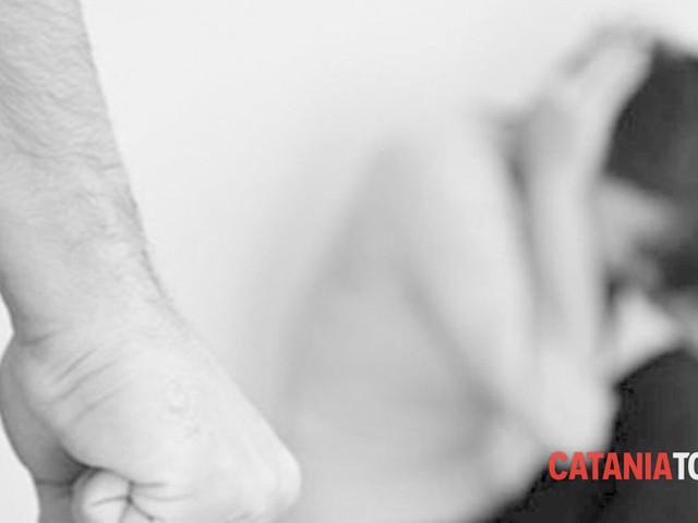 Giarre, estorceva soldi ai genitori e li maltrattava per avere la droga: arrestato