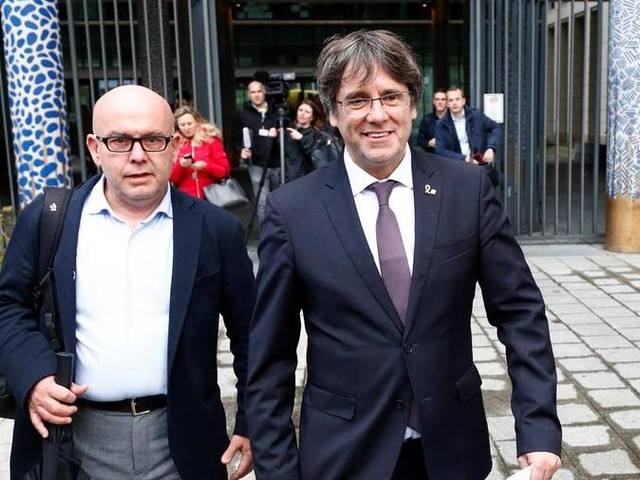 Catalogna: Puigdemont si consegna alle autorità del Belgio, rinviata Barcellona-Real Madrid