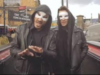 """Ecco """"Ohi mà"""", il nuovo video degli Zabatta Staila sull'emigrazione degli anni 2000"""