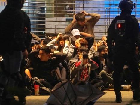 Un milione in piazza a Hong Kong, scontri con la polizia e 400 arresti