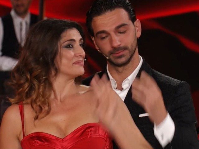 Ballando Con le Stelle, Elisa Isoardi si esibirà nonostante l'infortunio: ecco come