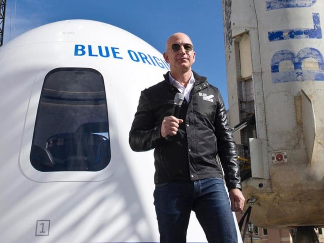 Ragazzo olandese paga 28 mln di dollari biglietto per andare nello spazio con Jeff Bezos