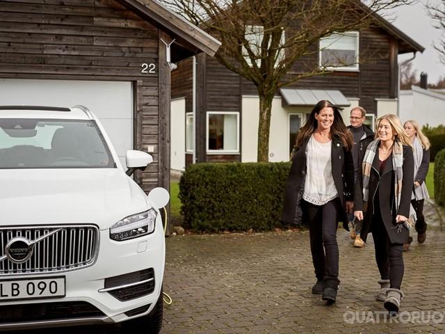Volvo - I clienti svedesi provano la guida autonoma