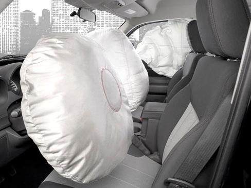 """Maxi richiamo di Toyota: """"Problemi sugli airbag"""""""