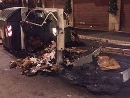 Roma, incendio a viale delle Province: due cassonetti dati alle fiamme