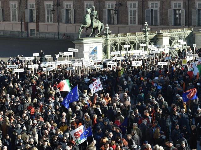 Lega in piazza con i Pro Tav a Torino |Di Maio: non mi scandalizzo