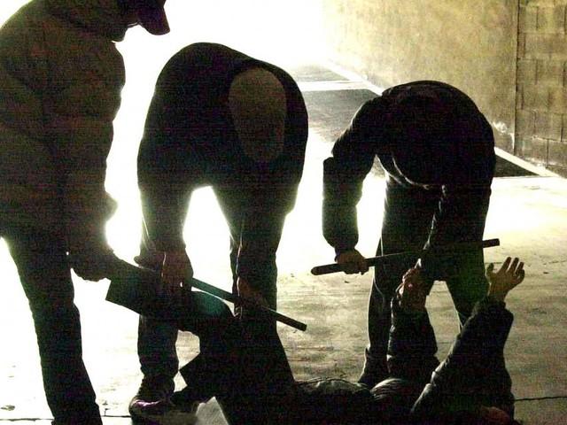 Varese: 15enne rapito, torturato e legato ad una sedia con cavi elettrici