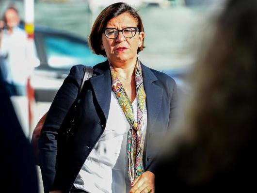 Elisabetta Trenta prima firma il divieto per la Mare Jonio, poi chiede umanità a Salvini