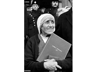 Teresa di Calcutta: un anno fa acclamata santa. La sua semplicità scosse i potenti