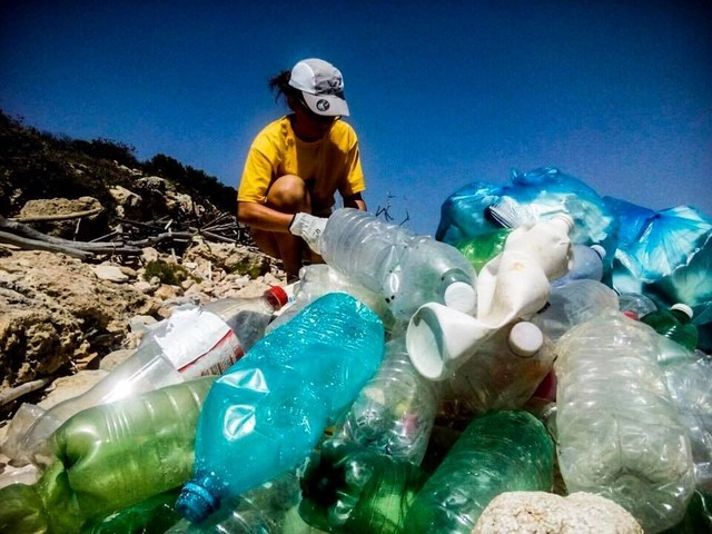 Accordo Legambiente NaturaSì: via le bottiglie di plastica da 100 negozi