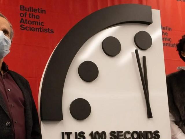 Doomsday Clock: mancano 100 secondi alla mezzanotte dell'umanità (VIDEO)