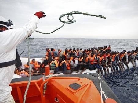 Esodo infinito dalla Libia verso l'Italia: in un giorno salvati 5mila migranti. In arrivo altri ottomila