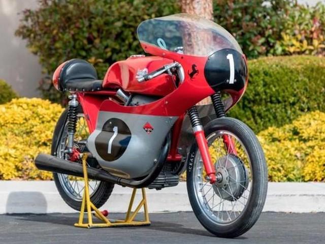 Ducati 125GP Bialbero: all'asta la moto con il simbolo del Cavallino