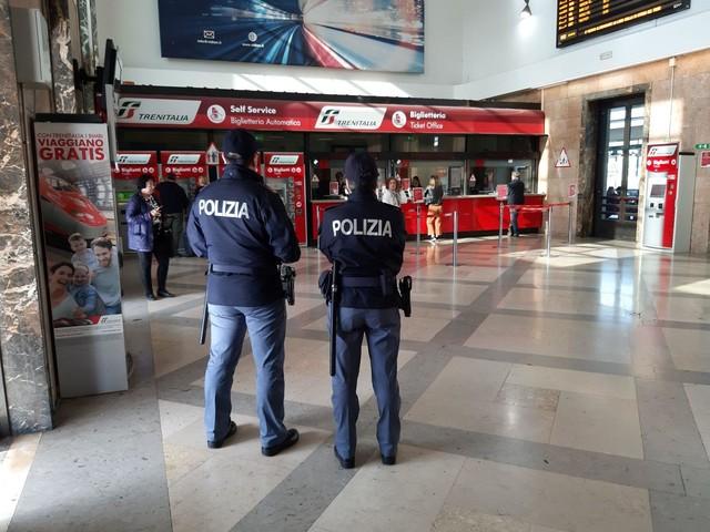Ancona: evade dai domiciliari a Pesaro, 21enne arrestato in stazione