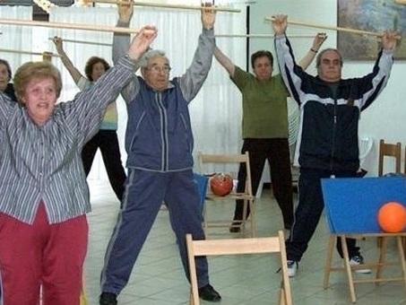 Lo sport fa bene agli over 65, basta non sentirsi dei ragazzi