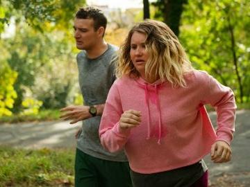 Brittany non si ferma più, la recensione: un feel good movie che corre attorno agli stereotipi del cinema e della società