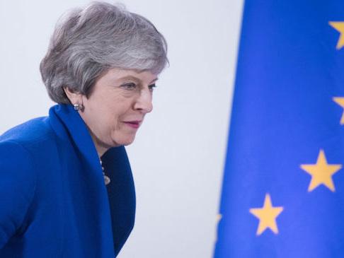 """Brexit, May avvisa la pubblica amministrazione: i preparativi per """"no deal"""" vanno avanti"""