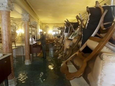 Emergenza acqua alta a Venezia: le foto dei danni