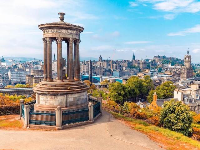 Edimburgo: cosa vedere e info pratiche per organizzarsi il viaggio