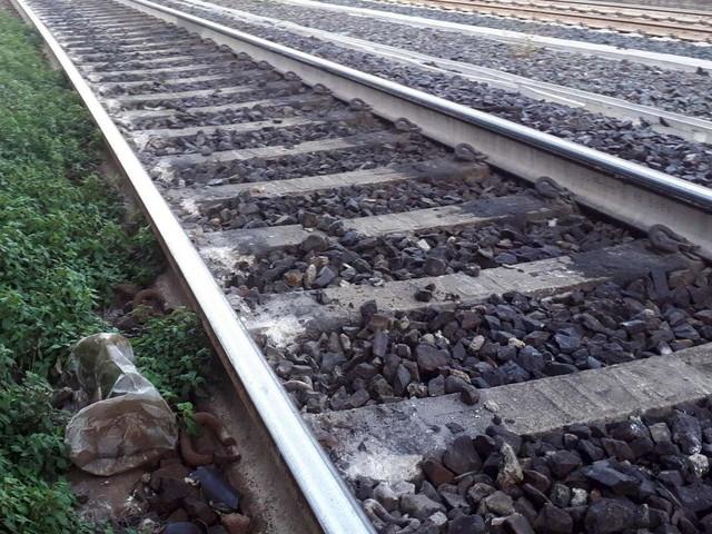 Con le cuffiette vicino ai binari, 16enne muore travolta da treno nel Barese