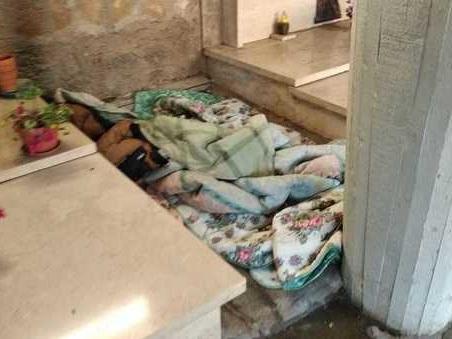 Velletri, 60enne ricava un un giaciglio al cimitero: coperte e lenzuola tra le tombe per ripararsi dal freddo