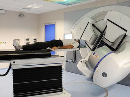 Radioterapia guasta a Genova, i pazienti andranno a Savona con un pullmino