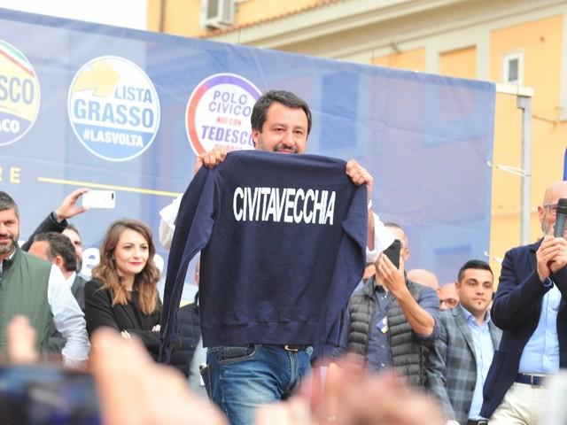 Rifiuti a Civitavecchia, il territorio alza le barricate: arriva Salvini