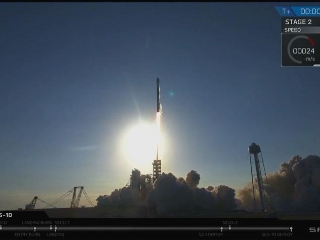 Lo stormo di satelliti diMuskcambierà le regole dello spazio (per non fare la fine diClooney)