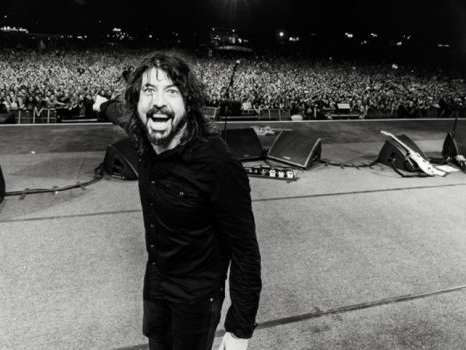 Un bimbo di 5 anni balla coi Foo Fighters sulle note di All My Life (video)