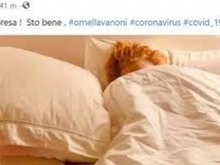 """Ornella Vanoni positiva al Covid, l'annuncio da sotto le lenzuola: """"Ne uscirò prestissimo"""""""