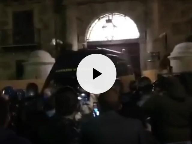 Tensioni a Palermo, ristoratori contro Conte e Musumeci