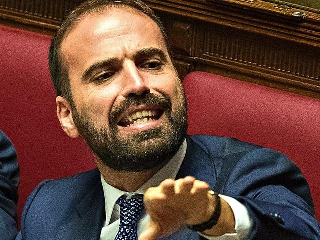 """Pensioni, il renziano Marattin: """"Italia Viva propone l'abolizione totale di quota 100"""". La ministra Catalfo: """"Non si tocca, va a scadenza"""""""