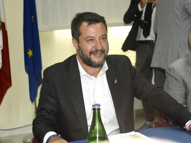 "Open Arms, Salvini nega l'emergenza sanitaria a bordo: ""Sono balle"""