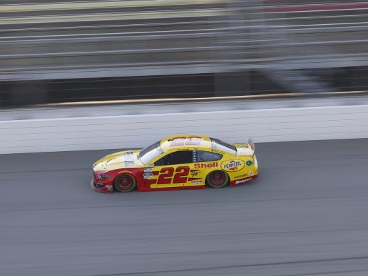 NASCAR Cup Series, Joey Logano vince in Kansas ed accede alla finale di Phoenix