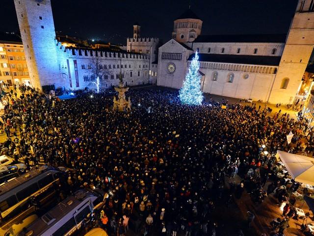 Le Sardine avvertono: venerdì è stato solo l'inizio L'organizzatore Lorenzo Lanfranco in campo: «Alle elezioni comunali di Trento saremo d'aiuto»