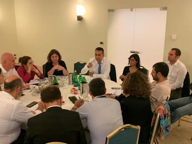 M5S, Di Maio riunisce a Napoli i ministri grillini per discutere di manovra. E chiede di cambiatre il Titolo V della Costituzione