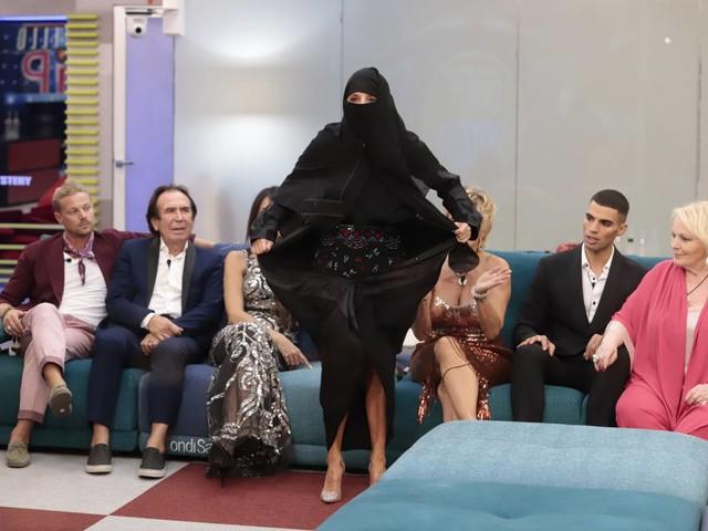 Quando la smania di visibilità sfrutta le disgrazie altrui: il niqab di Jo Squillo