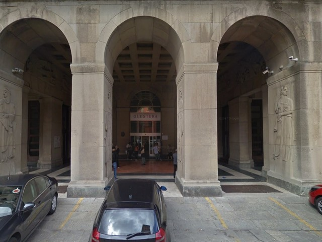 Bologna, segrega moglie in casa e la pesta a sangue: preso tunisino