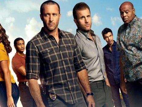 Slittano ancora i nuovi episodi di Hawaii Five-0 8 su Rai2, l'ottava stagione riparte da giugno?