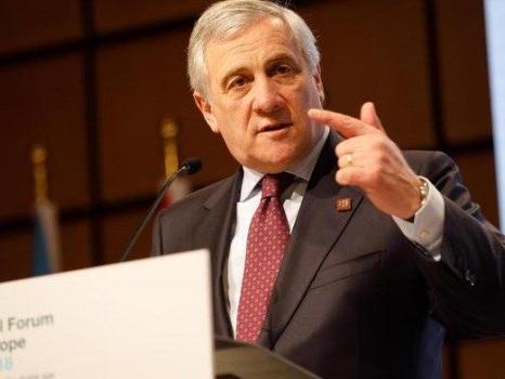 """Reddito di cittadinanza, Tajani: """"Lo hanno dato a mafiosi e terroristi"""""""