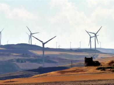La legge della Regione Puglia contro eolico e fotovoltaico è stata impugnata dal Consiglio dei ministri