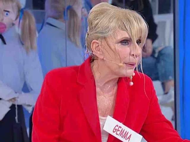 """Uomini e Donne, Adel corteggiatore turco per Gemma. Tina: """"fino in Egitto si vede la mummia?""""   Video Witty Tv"""