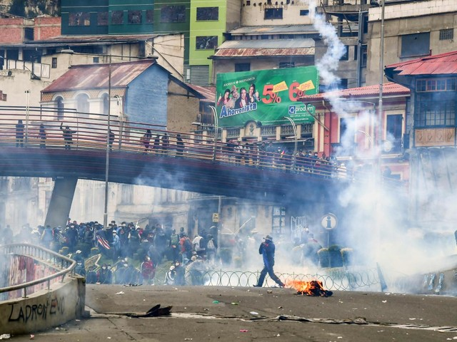 Bolivia: scontri tra manifestanti e polizia, 23 morti. Sequestrati dai dimostranti due sottufficiali