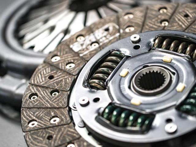 Frizione auto: a cosa serve e quando cambiarla